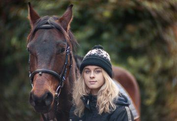 סוס עם ילדה